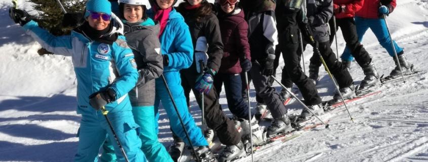 ragazzi sulle piste di sci
