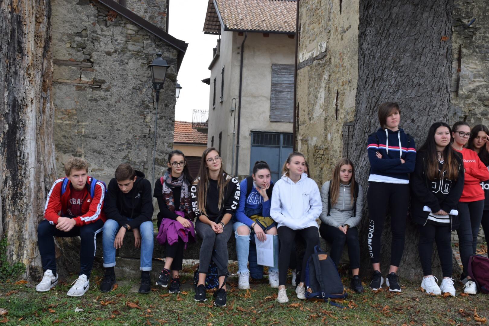 studenti nella piazza degli ippocastani